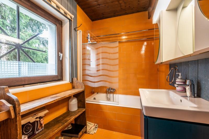 Pied-de-Adroit-5-salle-de-bain-baignoire-location-appartement-chalet-Les-Gets