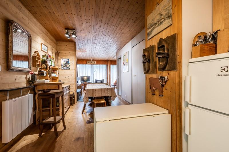 Pied-de-Adroit-5-sejour-cuisine-location-appartement-chalet-Les-Gets