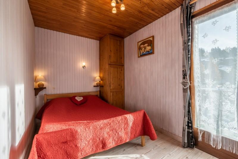 Pressenage-Geai-chambre-lit-double-location-appartement-chalet-Les-Gets