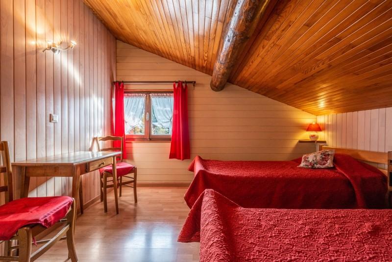 Pressenage-Geai-chambre1-location-appartement-chalet-Les-Gets