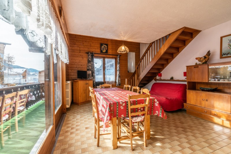 Pressenage-Geai-sejour3-location-appartement-chalet-Les-Gets