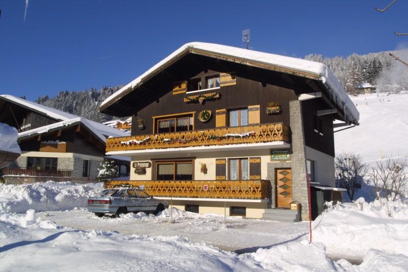 Pressenage-Mesange-exterieur-hiver1-location-appartement-chalet-Les-Gets