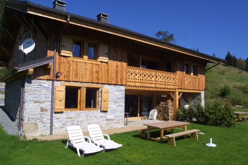 Ramus-Reine-des-Neiges-exterieur-ete-jardin-location-appartement-chalet-Les-Gets