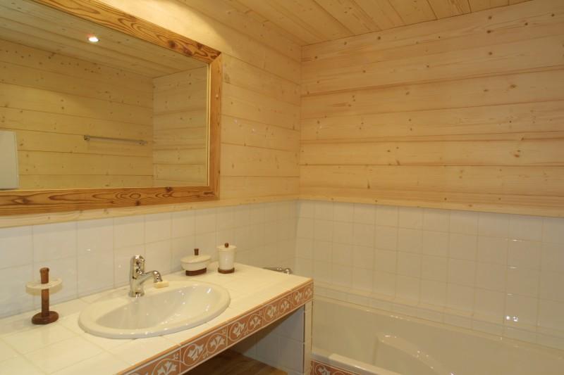 Ramus-Reine-des-Neiges-salle-de-bain-location-appartement-chalet-Les-Gets