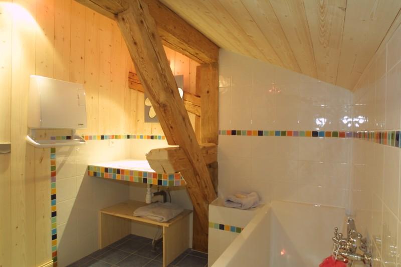Ramus-Roy-des-Montagnes-salle-de-bain1-location-appartement-chalet-Les-Gets