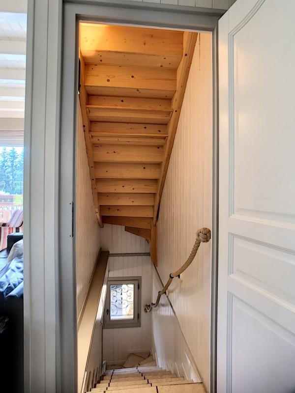 Renard-du-Lac-escalier-location-appartement-chalet-Les-Gets