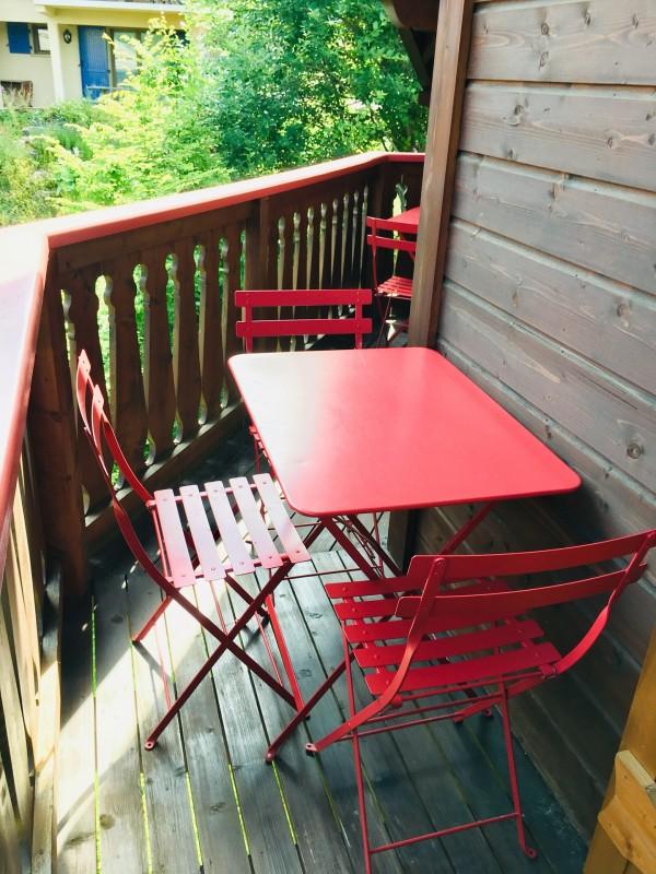Renard-du-Lac-exterieur-balcon-location-appartement-chalet-Les-Gets