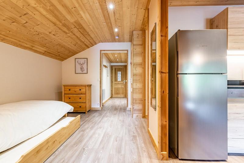 Rhodos-10-couloir-lit-gigogne-location-appartement-chalet-Les-Gets