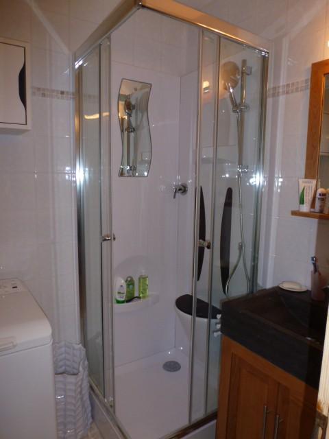 Rhodos-4-salle-de-bain-location-appartement-chalet-Les-Gets