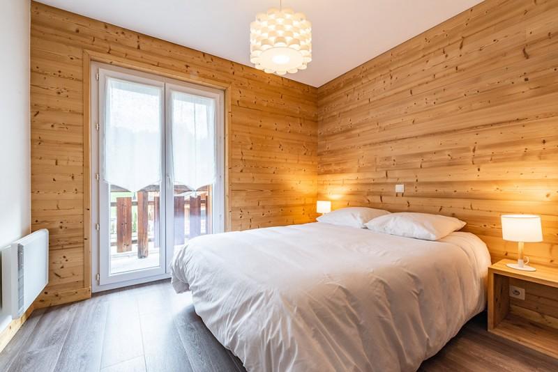 Rhodos-8-chambre-lit-double-location-appartement-chalet-Les-Gets