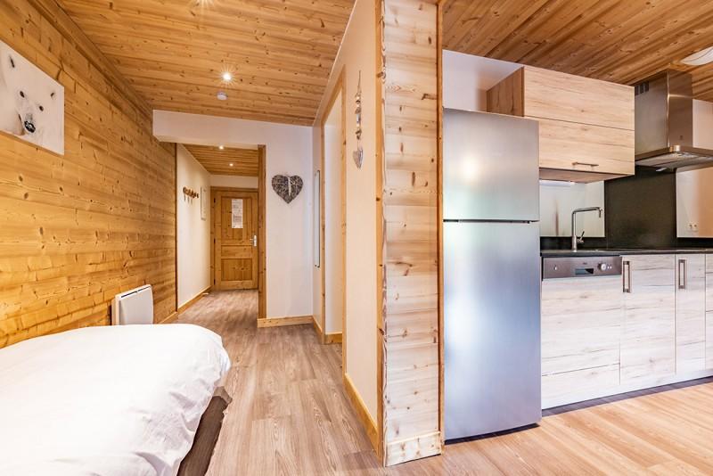 Rhodos-8-couloir-location-appartement-chalet-Les-Gets