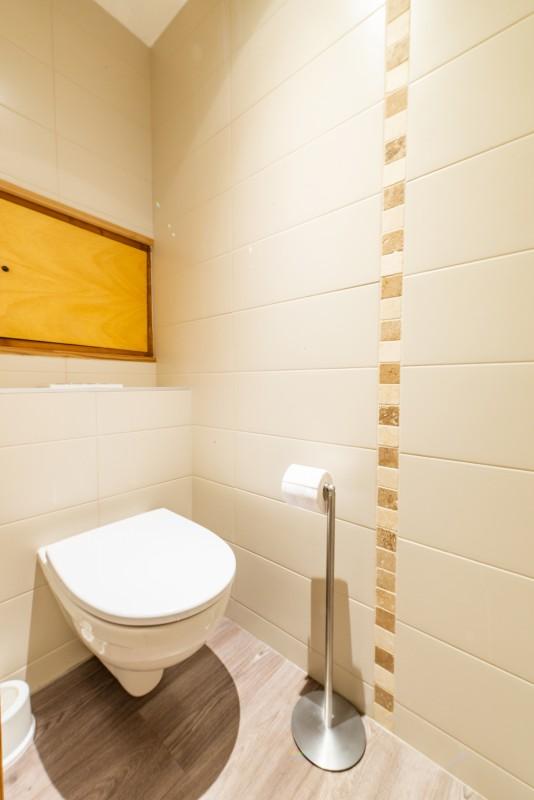 Rhodos-8-WC-location-appartement-chalet-Les-Gets