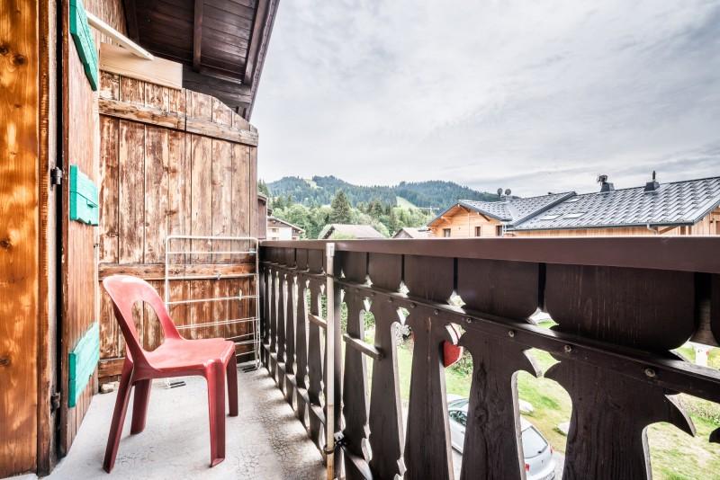Roitelet-Les-Aires-vue-balcon-location-appartement-chalet-Les-Gets