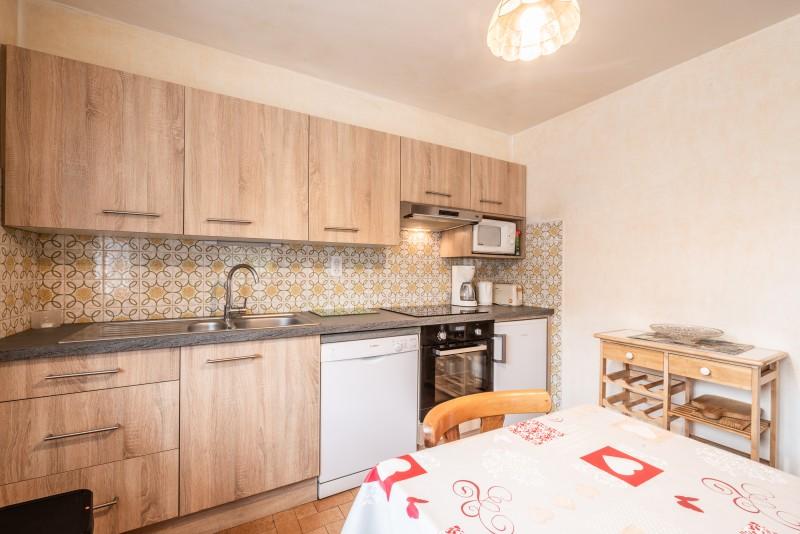 Roitelet-Les-Plagnes-salle-a-manger-cuisine-location-appartement-chalet-Les-Gets