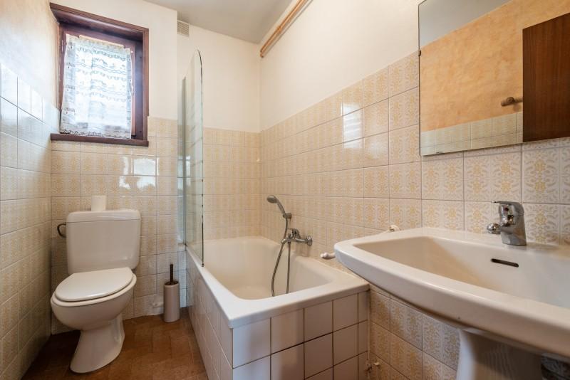 Roitelet-Les-Plagnes-salle-de-bain-baignoire-location-appartement-chalet-Les-Gets