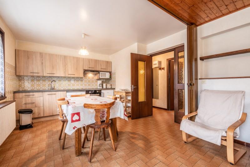 Roitelet-Les-Plagnes-sejour-salle-a-manger-cuisine-location-appartement-chalet-Les-Gets