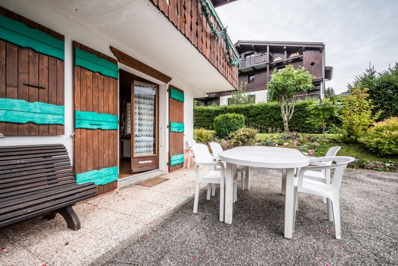 Roitelet-Les-Plagnes-terrasse-mobilier-de-jardin-location-appartement-chalet-Les-Gets