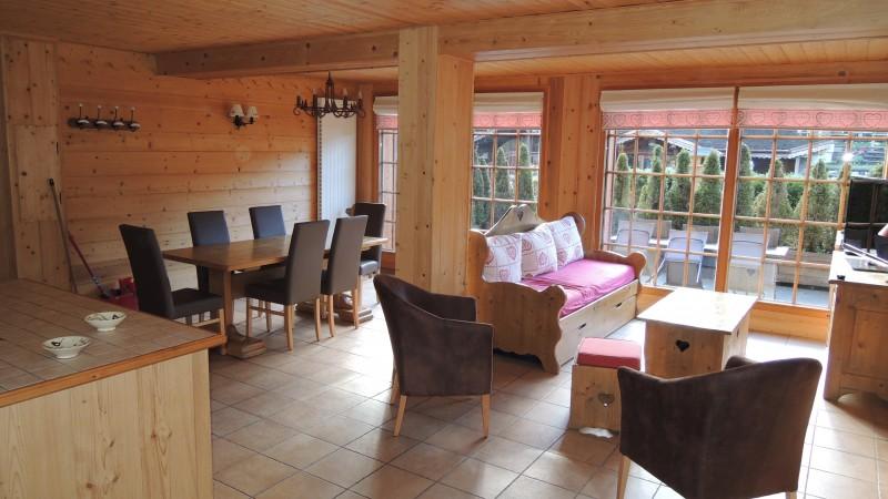Sabaudia-4-pieces-6/8-personnes-sejour2-location-appartement-chalet-Les-Gets