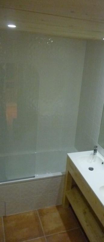 Saint-Guibert-salle-de-bain2-location-appartement-chalet-Les-Gets