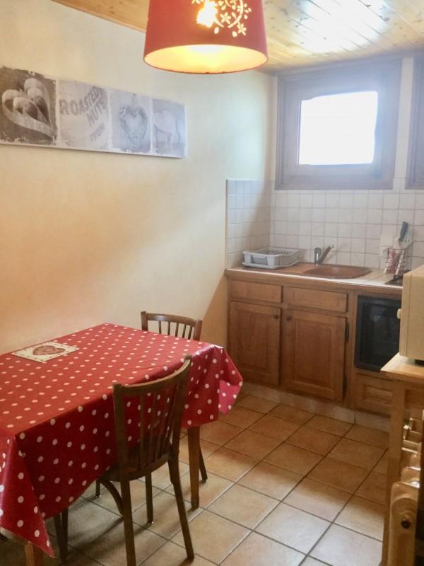 Sapiniere-2-cuisine2-location-appartement-chalet-Les-Gets