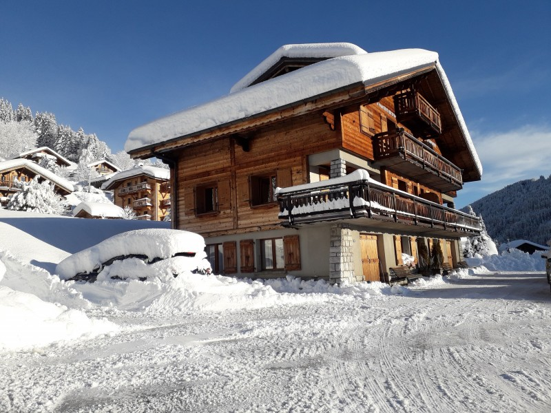 Sapiniere-2-exterieur-hiver-location-appartement-chalet-Les-Gets