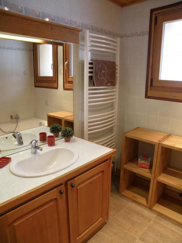 Sapiniere-7-salle-de-bain-location-appartement-chalet-Les-Gets
