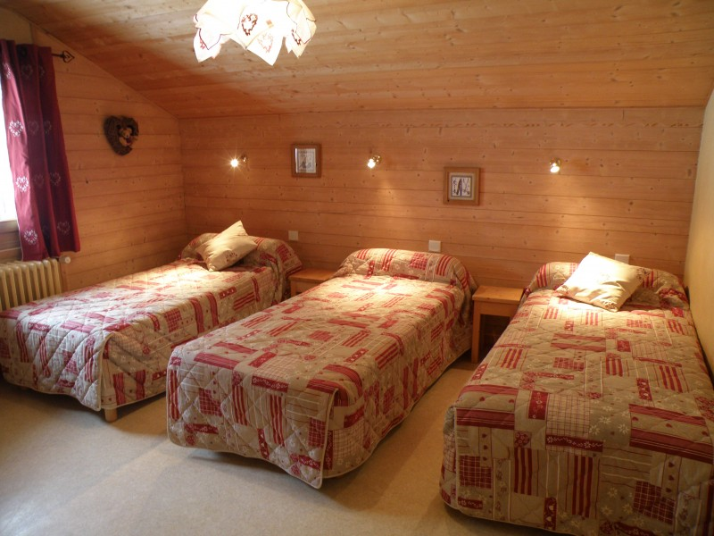 Sapiniere-8-chambre-triple-lits-simples-location-appartement-chalet-Les-Gets