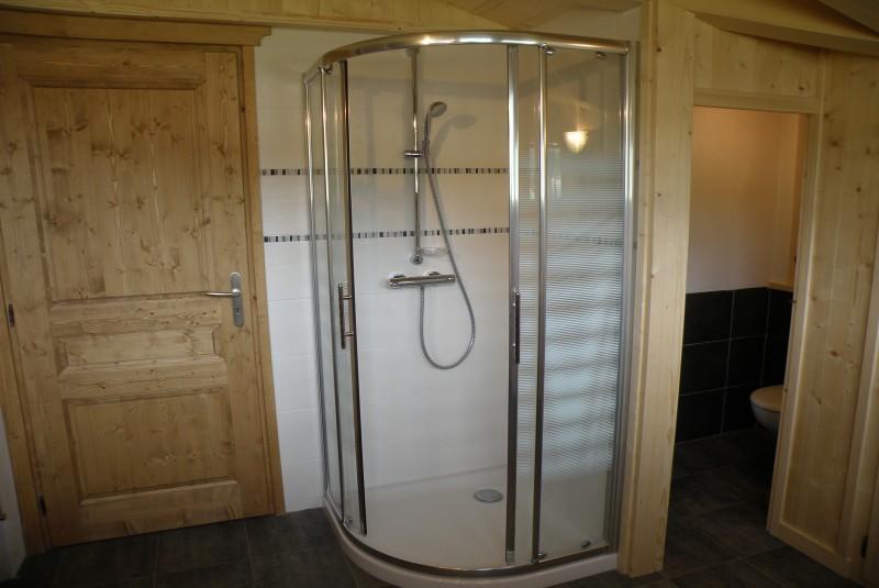 Sapiniere-9-salle-de-bain-location-appartement-chalet-Les-Gets
