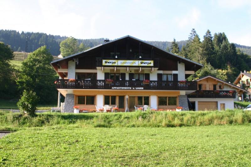 Sherpa-Myrtille-exterieur-ete2-location-appartement-chalet-Les-Gets