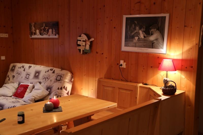Sherpa-Myrtille-salon-coin-repas-location-appartement-chalet-Les-Gets