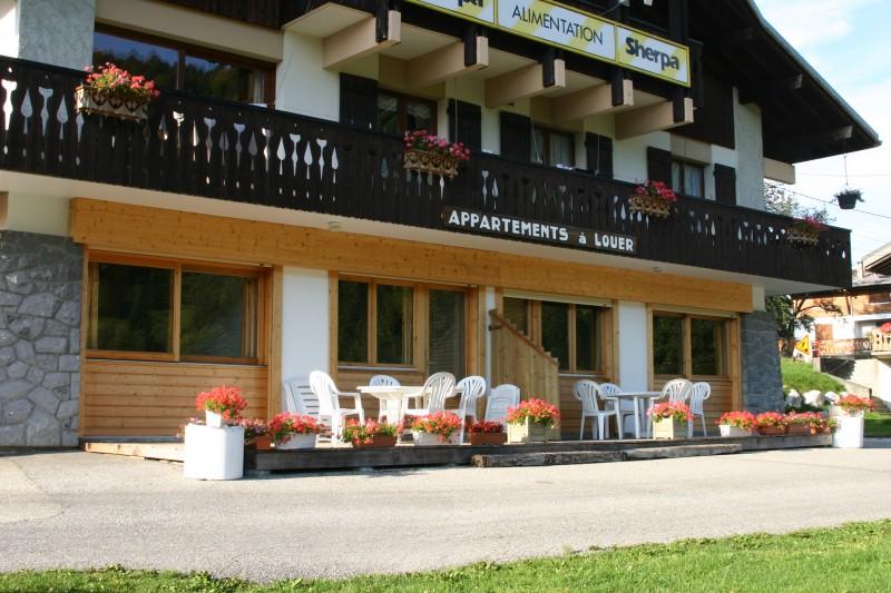 Sherpa-Noisette-exterieur-ete2-location-appartement-chalet-Les-Gets
