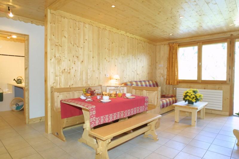 Sherpa-Noisette-salon-salle-a-manger-location-appartement-chalet-Les-Gets