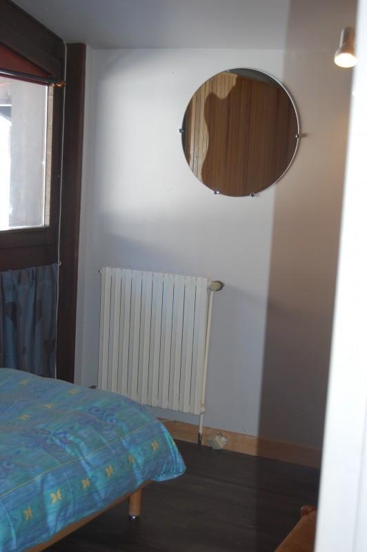 Six-Deniers-chambre-double2-location-appartement-chalet-Les-Gets