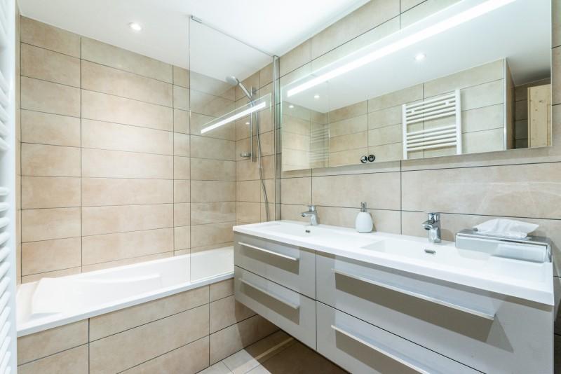 Solaret-206-salle-de-bain-location-appartement-chalet-Les-Gets