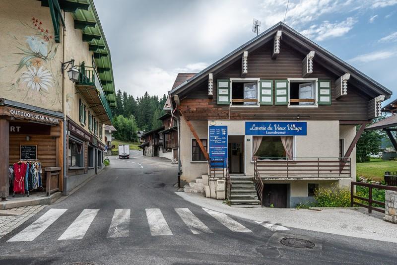 Splery-Perce-Neige-exterieur-rue3-location-appartement-chalet-Les-Gets