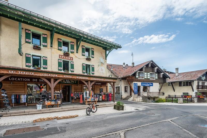 Splery-Perce-Neige-exterieur-village-location-appartement-chalet-Les-Gets