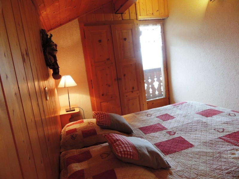 Tete-de-Carres-chambre1-location-appartement-chalet-Les-Gets