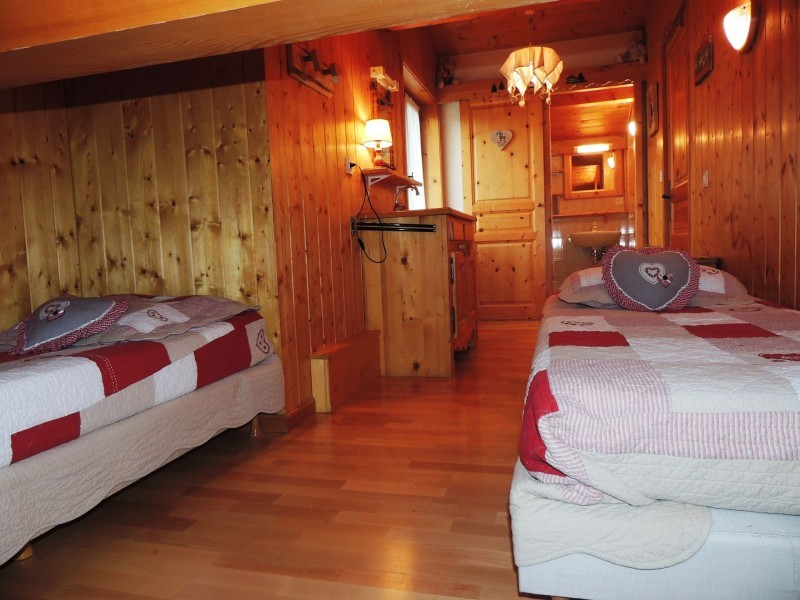 Tete-de-Carres-chambre2-location-appartement-chalet-Les-Gets