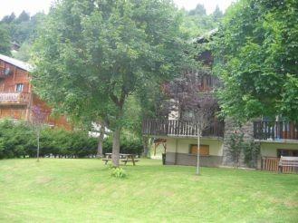 Toure-1-jardin-ete-location-appartement-chalet-Les-Gets