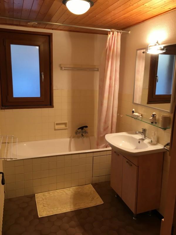 Toure-2-salle-de-bain-location-appartement-chalet-Les-Gets