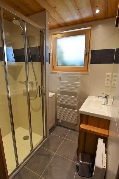 Turche-Myosotis-salle-de-bain-location-appartement-chalet-Les-Gets