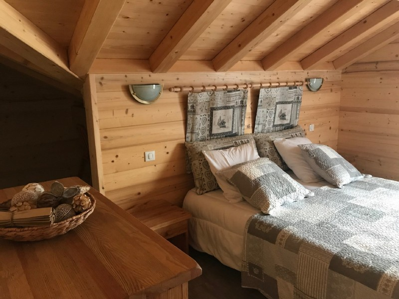 Varlope-chambre-lit-double3-location-appartement-chalet-Les-Gets