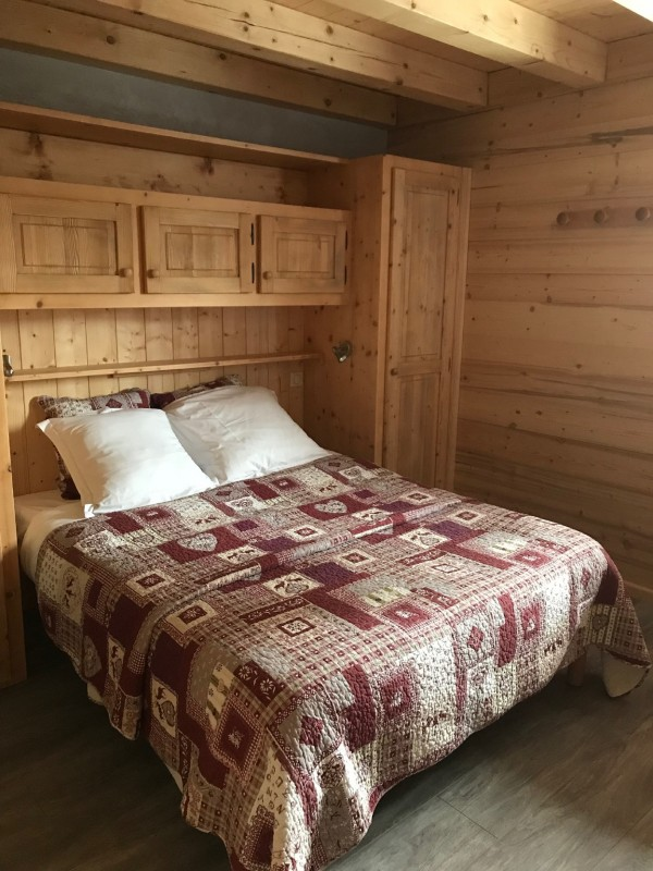 Varlope-chambre-lit-double4-location-appartement-chalet-Les-Gets