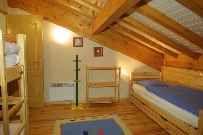 Versant-du-Soleil-Crocus-chambre3-location-appartement-chalet-Les-Gets