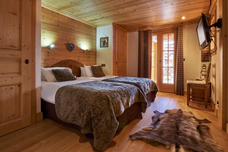 Vinson-chambre-lit-double11-location-appartement-chalet-Les-Gets