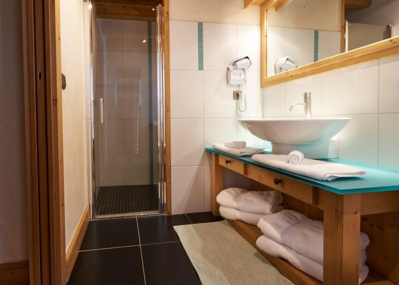 Vinson-salle-de-bain3-location-appartement-chalet-Les-Gets