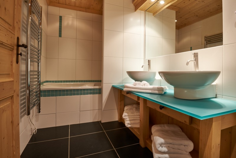 Vinson-salle-de-bain5-location-appartement-chalet-Les-Gets