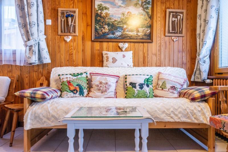 Wilky-1-salon-canape-location-appartement-chalet-Les-Gets